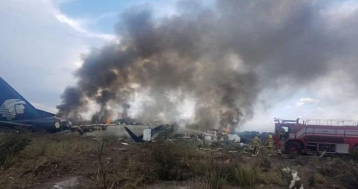 A passenger plane fell in Mexico, all survived (VIDEO)